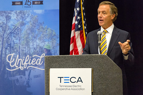 At the Tennessee Electric Cooperative Association legislative conference, Tennessee Gov. Bill Haslam discusses his bill to lift broadband restrictions on electric co-ops. [photo: TECA]